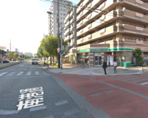 右側に100円ローソンの店舗